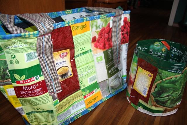 workshop taschen aus verpackungsmaterial strawanzerin. Black Bedroom Furniture Sets. Home Design Ideas